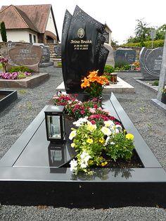Referenzen unserer Einzelgräber Tombstone Designs, Cemetery Decorations, Cemetery Headstones, Memorial Stones, Diy Letters, Funeral, Creative Art, Beautiful, Grave Decorations