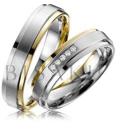 A33 Velmi elegantní snubní prsteny, které zaujmou decentním detailem v podobě jednoho žlutého kraje v kombinaci žlutého zlata. Tento model je také velmi komfortní, díky celkovému zpracování prstenů. Dámský prsten je osázen pěti brilianty v jedné řadě. #bisaku #wedding #rings #engagement #brilliant #svatba #snubni #prsteny