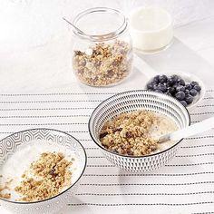 Granola met veenbessen en kokosnoot Granola, C'est Bon, Smoothies, Oatmeal, Detail, Breakfast, Food, Kitchens, Nice Breakfast
