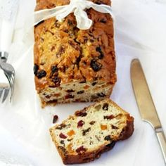 Spiced Fruit Bread: An easy sweet bread with the flavors and looks of Christmas Christmas Desserts, Christmas Baking, Christmas Cakes, Holiday Treats, Christmas Diy, Baking Recipes, Cake Recipes, Brunch Recipes, Quick Recipes