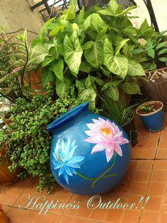 Pot Full Of Happiness! really wonderfull color combi and ur work disha India Home Decor, Ethnic Home Decor, House Plants Decor, Plant Decor, Home Entrance Decor, Small Patio Design, Small Balcony Decor, Balcony Ideas, Concrete Patio Designs