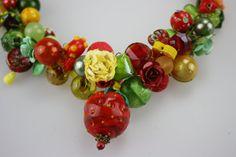 lilli pomerin Oktoberfest Dirndlkette Statemenkette Lampwork Erdbeere Dirndel Collier…