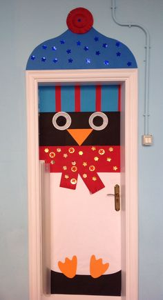 Pingüino Christmas Door, Winter Christmas, Christmas Crafts, Christmas Decorations, Christmas Ornaments, Door Coverings, School Doors, Class Decoration, Classroom Door