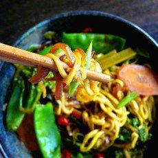 Malaysian Satay Noodles (Vegan + gluten, grain & sugar-free) - a spicy bowl of yum - Opti Cook Vegan Lunch Recipes, Gourmet Recipes, Diet Recipes, Healthy Recipes, Marinated Vegetables, Asian Recipes, Ethnic Recipes, Malaysian Food, Main Meals