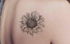 Realistic Black Sunflower Shoulder Tattoo Ideas for Women - Delicate Vintage Floral Flower Arm Tat - ideas de girasol hombro tatuaje para mujeres - www.MyBodiArt.com #tattoos
