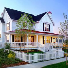 Small Traditional Farmhouse Exteriors Design Ideas, Pictures, Remodel, and Decor