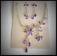 parure bijoux fleurs strass mauves - idée cadeau femme - parure collier boucles oreilles strass fleur.