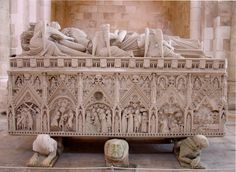 """(5) Pedro had two tombs constructed in the monastery of Alcobaça, one for each of them. These still exist today; they contain images of Pedro and Inês facing each other, with the words """"Até o fim do mundo..."""" (""""Until the end of the world..."""") inscribed on the marble."""