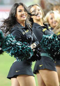 Oregon Cheerleaders, Patriots Cheerleaders, Hottest Nfl Cheerleaders, Football Cheerleaders, Buccaneers Cheerleaders, College Football, College Cheerleading, Cheerleading Uniforms, Football Girls
