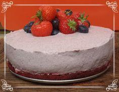 zucchero&rosa: Torta mousse di fragole e mirtilli.... vestita da ...
