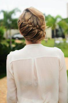 A pretty, romantic side-swept braid. #wedding