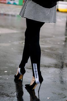 Slogan Leggings With Side Stripe Beautiful Outfits, Cool Outfits, Fashion Outfits, Fashion Trends, Fashion Pants, Paco Rabanne, Stirrup Leggings, Estilo Blogger, Street Style