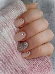 Pink glitter stud simple nails