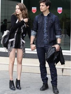 Feriha Y Emir, Hijab Fashionista, Turkish Beauty, Turkish Actors, Role Models, Spring Outfits, Actors & Actresses, Clothes For Women, Female