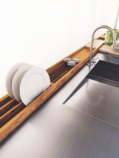 Kitchen design ideas: what is currently up-to-date with kitchens?- Küchengestaltung Ideen: Was ist gerade bei Küchen aktuell? modern accessories in the kitchen wooden dish dryers - Modern Kitchen Design, Interior Design Kitchen, Van Interior, Kitchen Designs, Interior Ideas, Coastal Interior, Kitchen Trends, Modern Sink, Camper Interior