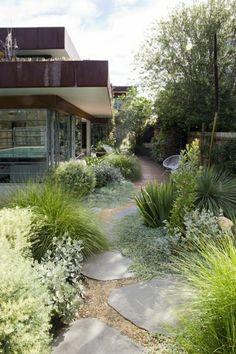 ▷ 1001 + Ideas for modern garden design to enjoy on warm days - Garten, Balkon & Pflanzen Tuscan Garden, Garden Cottage, Prairie Garden, Mediterranean Garden, Modern Landscaping, Front Yard Landscaping, Hard Landscaping Ideas, Landscaping Edging, Landscaping Trees