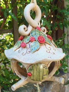 vogelhaus - Hobbies paining body for kids and adult Clay Art Projects, Ceramics Projects, Beginner Pottery, Polymer Clay Ornaments, Clay Houses, Ornament Tutorial, Ceramic Birds, Fairy Garden Accessories, Pottery Designs