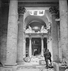 A British soldier observes the graffiti-covered interior of the Reichstag building in Berlin June 1945 [571x599] #HistoryPorn #history #retro http://ift.tt/1tcKgwR
