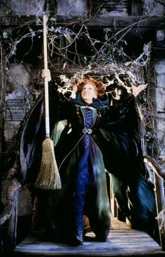 Bette Midler as Winifred Sanderson in Hocus Pocus drawings hocus pocus From a Distance - lyrics - Bette Midler Halloween Desserts, Halloween Party, Halloween Costumes, Disneyland Halloween, Halloween Table, Halloween Quotes, Halloween Halloween, Halloween Makeup, Max Dennison