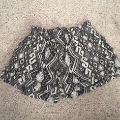 High waisted shorts! Patterned shorts, stretchy waist band. Smoke free home. Great condition American Eagle Outfitters Shorts