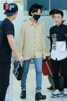 GD back to S Korea from Tokyo 140706 Gd Bigbang, Bigbang G Dragon, Korean Fashion Men, Mens Fashion, Fashion Outfits, G Dragon Fashion, Airport Style, Airport Fashion, Dragon King