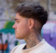 homme chignon coupe automne tendance look coloration trendy Click … homme chignon coupe automne tendance look coloration trendy Click image for info. Cool Hairstyles For Men, Haircuts For Long Hair, Haircuts For Men, Short Hair Cuts, Barber Haircuts, Undercut Men, Undercut Hairstyles, Undercut Tattoos, Braided Hairstyles