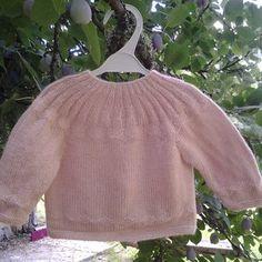 61f8ea02fedaf brassière et chaussons unisexe en laine tricoté main taille 6-9 mois .
