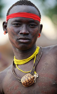 Africa | Portrait of a Bodi man, Ethiopia. | © Ingetje Tadros