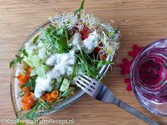Een frisse knapperige lunchsalade. Pittige rucola met diverse groente zorgen voor veel gezonde vitamientjes en andere voedingsstoffen. Lekker gevarieerd!