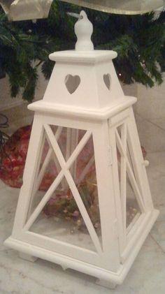 lanterna in legno bianco shabby a forma di piramide