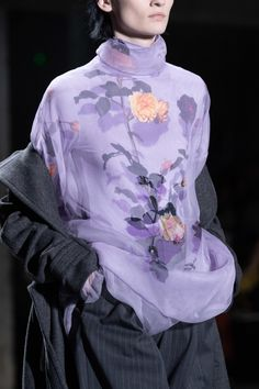 Dries Van Noten Fall 2019 Ready-to-Wear Fashion Show - Vogue Urban Fashion, High Fashion, Fashion Show, Vogue, Elisa Cavaletti, Parisienne Chic, Moda Paris, Fashion Details, Fashion Design