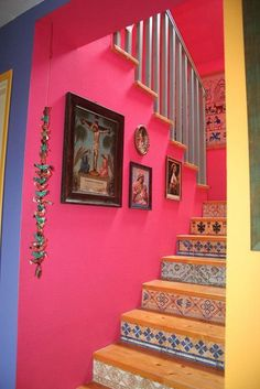 So colorful and fun but I wouldn't do both the pink and the stairs. Especially stairs with soft pink walls Estilo Kitsch, Mexican Colors, Mexican Tiles, Mexican Home Decor, Bohemian Decor, Boho Chic, Colorful Interiors, Colorful Decor, House Colors