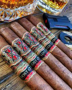 Women Smoking Cigars, Cigar Smoking, Smoking Room, Mild Cigars, Cigars And Whiskey, Cigar Humidor, Cigar Bar, Whisky, Cigar Club