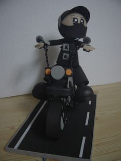 http://lrbijouartesanato.blogspot.pt/2012/04/motard-em-eva.html