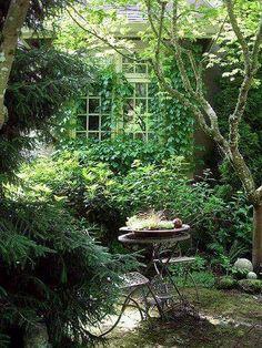 12 Outdoor Reading Nooks That Will Remind You of 'The Secret Garden' - Alles für den Garten The Secret Garden, Secret Gardens, Hidden Garden, Small Gardens, Outdoor Gardens, Outdoor Reading Nooks, Garden Cottage, Garden Nook, Garden Living