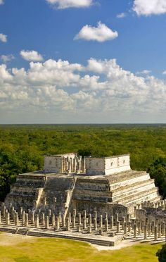 View of Mayan Ruin, the Temple of the Warriors at Chichen-Itza, Yucatan Peninsula, Mexico 10 Useful Things you Must know Before Traveling to Mexico, an Exciting and Challenging Destination Mayan Ruins, Ancient Ruins, Ancient Greek, Places To Travel, Places To See, Inka, Ancient Architecture, Gothic Architecture, Destination Voyage