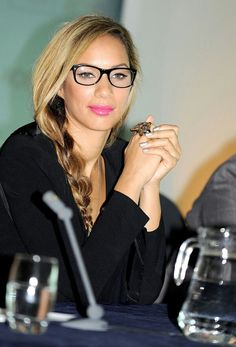 Leona Lewis pairs smart black frames with a perfect pink pout. #glasses
