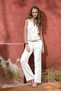 enterizos largos para playa - Buscar con Google Relaxed Outfit, Summer Chic, White Fashion, Beachwear, Cute Outfits, Jumpsuit, Stylish, Palazzo, Lady