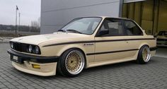 Pretty original look. Bugatti, Lamborghini, Ferrari, Retro Cars, Vintage Cars, Bmw 325, Bmw Classic Cars, Classic Auto, Bmw E30 M3