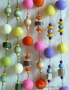 Kaulakoruja kuin karamellejä. Necklaces by Jussakka Oda K https://www.facebook.com/pages/JUSSAKKA-Oda-K/173696896121402?fref=photo&ref=hl #jussakka #kaulakoru #poronsarvi #huopa #felt