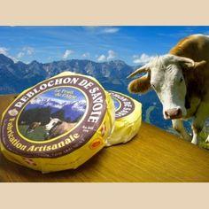 Le fruitier : mélange de lait de différentes fermes. La coopérative ou la laiterie fabrique et affine le fromage dans ses caves. On peut les reconnaître par leur pastille rouge : moins coulant, plus doux en gôut (poids minimun 230g). http://www.gpps.fr/Guides-du-Patrimoine-des-Pays-de-Savoie/Pages/Site/Visites-en-Savoie-Mont-Blanc/Savoie-Propre/Val-d-Arly/Flumet-Cooperative-fruitiere-du-Val-d-Arly