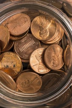 Some pennies are much more valuable than one cent. A single penny can be worth thousands, hundreds of thousands, even millions of dollars. Valuable Pennies, Rare Pennies, Valuable Coins, Old Coins Worth Money, Old Money, 20 Pence, Penny Values, Old Coins Value, Maxon Schreave