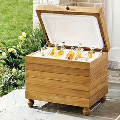 As far as ice chests go, this one crafted from luxurious natural teak is flat out gorgeous to behold.
