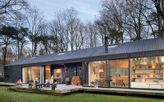 Cette maison d'architecte vitrée et fonctionnelle est intégrée dans la forêt - PLANETE DECO a homes world Landscape Design, Garden Design, House Design, Modern Barn House, Green Environment, Minimalist Home, Architecture, Terrace, Exterior