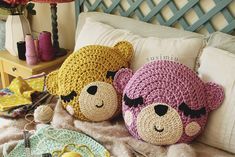 Pattern and step-by step in spanish Crochet Toys, Free Crochet, Crochet Cushions, Nursery Decor, Diy And Crafts, Projects To Try, Throw Pillows, Knitting, Pattern