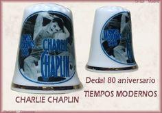 DEDAL CONMEMORATIVO DEL 80 ANIVERSARIO DE LA PELÍCULA TIEMPOS MODERNOS DE CHAPLIN 4€ Dedal de porcelana con la imagen de Charlie Chaplin en la película Tiempos Modernos