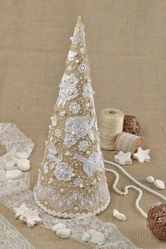 Shabby Chic Burlap Christmas Tree .