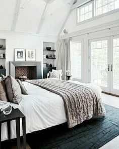 Lastest Home Design. Getting Bored With Your Home? Use These Interior Planning Ideas. Many people want to update their homes, but are unsure of where to start. There are many simple ways to learn about decorating your space. Dream Bedroom, Home Bedroom, Bedroom Decor, Bedroom Ideas, Bedroom Layouts, Modern Bedroom, Bedroom Inspiration, Master Suite Bedroom, Summer Bedroom