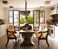 the art of tying in the ''trending black windows'' with old and new, antiques and industrial (lighting) for the perfect black/white/wow.