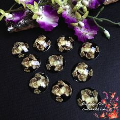 """10 wunderschöne facettierte Cabochon mit Blütenmuster in der Farbe """"Beige"""". Ein richtiger Hingucker an jeder Kette!!!"""